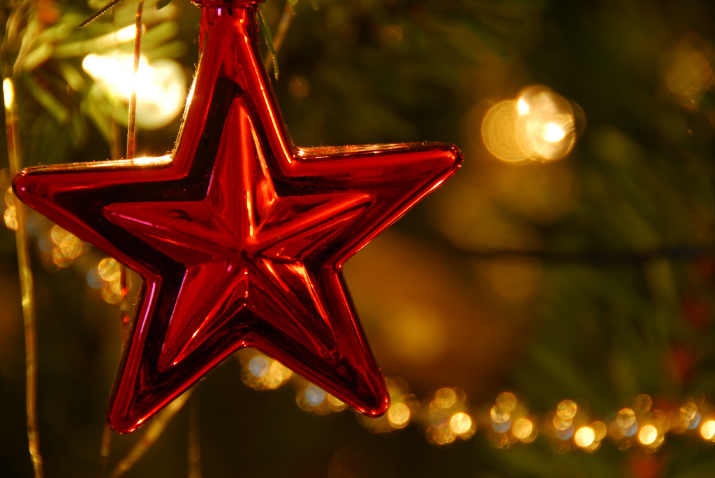 red star christmas ornament with lights